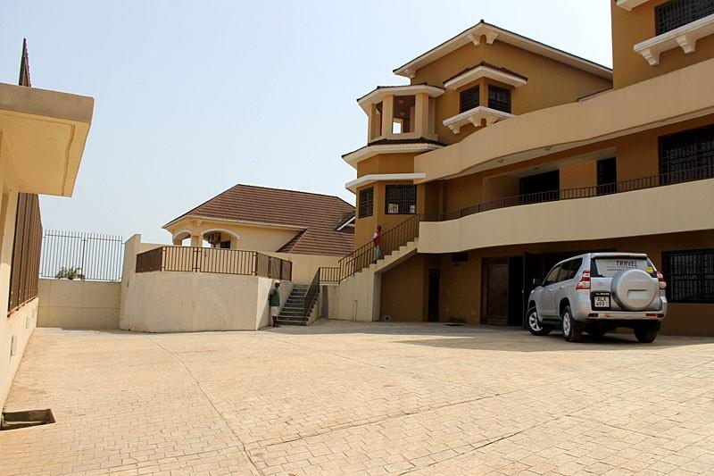 luxurious-4-bedroom-property-for-rent-regent-37-1495218847